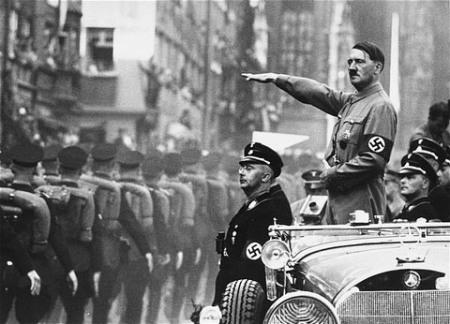 Гитлер, как бы говорит нам, что клептоманам надо отрубать правую руку